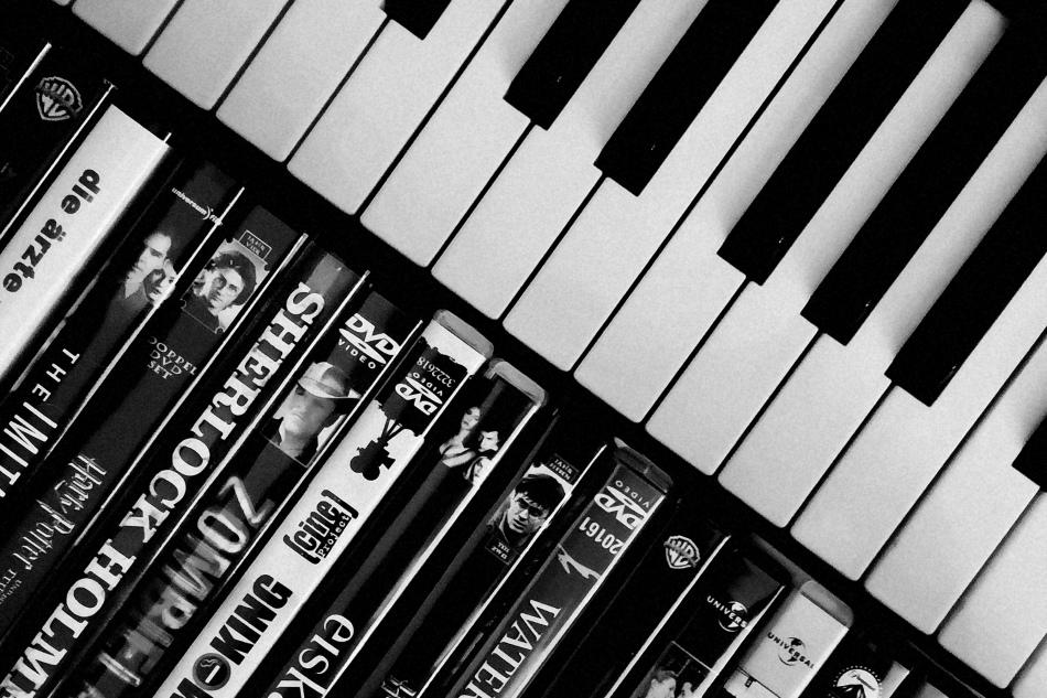 Die Stimme im Hintergrund: Filmmusik und wie sie unsbeeinflusst
